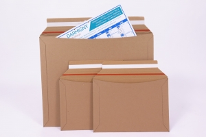 Pochette postale cartonnée